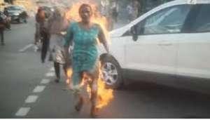 aag 1 लखनऊ में दो मां-बेटी ने सीएम आवास के बाहर लगाई आग, स्मृति ईरानी का फूटा गुस्सा..