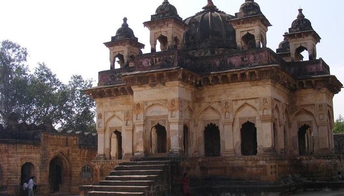 achleshwer 1 दुनिया का इकलौता ऐसा मंदिर जहां शिव के अनोखे रूप की होती है पूजा..