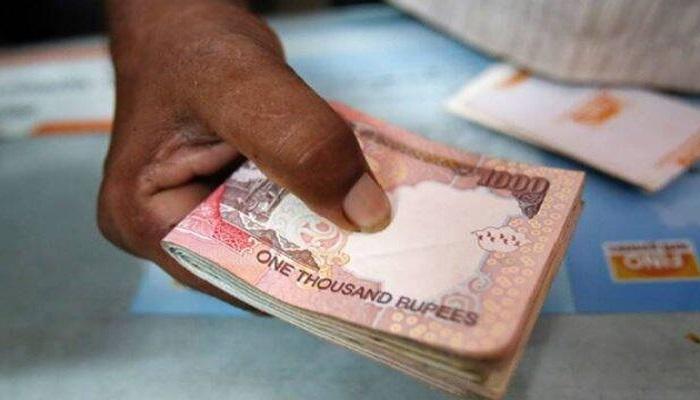 bank 1 46 हजार की सपत्ति लेकर बैंक पहुंचे दृष्टिबाधित पति-पत्नी, बैंक वालों ने खिसका दी पैरों तले जमीन
