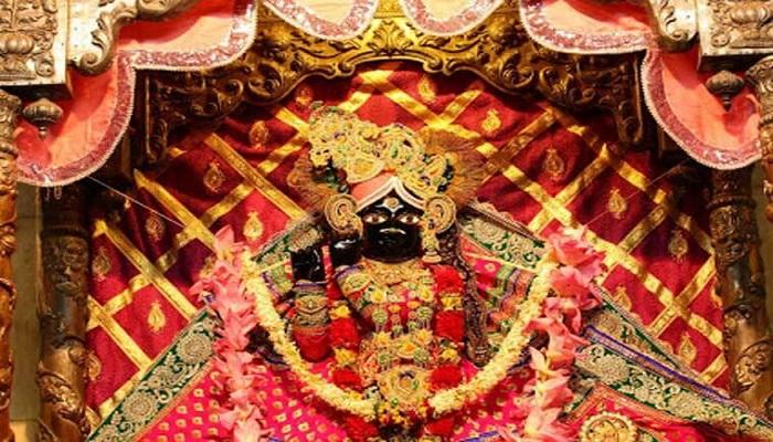 बांके बिहारी मंदिर में लॉकडाउन के नियमों किया जा रहा पालन, जानिए कोरोना के बीच कैसे हो रही पूजा..
