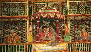 banke 2 1 बांके बिहारी मंदिर में लॉकडाउन के नियमों किया जा रहा पालन, जानिए कोरोना के बीच कैसे हो रही पूजा..