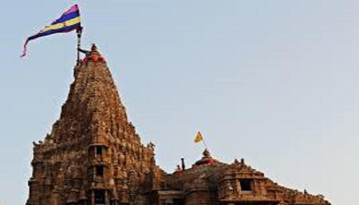 dwarikadihish 1 द्वारकाधीश मंदिर में लगा झंडा अचानक टूटा, आने वाली तबाही की तरफ कर रहा इशारा..