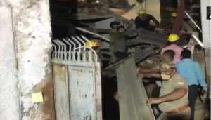 noida 2 1 नोएडा में हुआ बड़ा हादसा 11 मंजिला इमारत गिरने से मची तबाही कई लोग दबे..