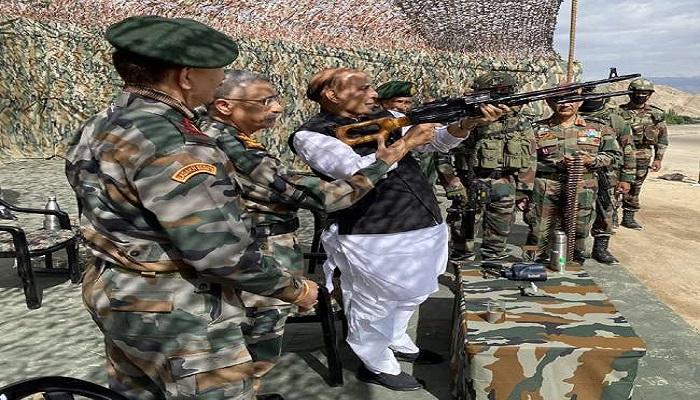 rajnath लद्दाख सीमा विवाद के बीच लेह पहुंचे रक्षामंत्री राजनाथ सिंह, सुरक्षा एजेंसियों और सैन्य अधिकारियों के साथ होगी बैठक