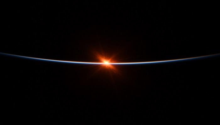 sun 2 नासा ने अंतरिक्ष से सूर्य उदय की खूबसूरत तस्वीरें शेयर कीं..