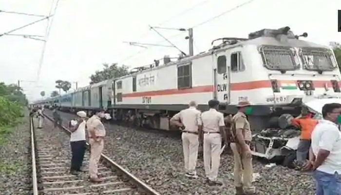अवैध रेलवे क्रॉसिंग के चलते पटना-गया ट्रैक पर हादसा, पति-पत्नी समेत 1 बच्ची की मौत