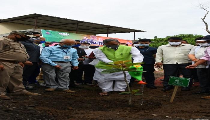 trivender 11 प्रधान एवं क्षेत्रवासी पौधों को गोद लेंः मुख्यमंत्री