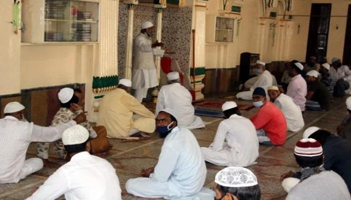 अनलॉक-2 के तहत पहली बार खुली उत्तराखंड में मस्जिद, डिस्टेंस के साथ पड़ी लोगों ने नमाज़