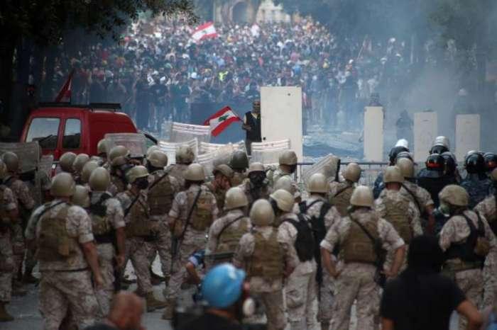 लेबनान के विदेश मंत्रालय पर प्रदर्शनकारियों ने बोला धावा