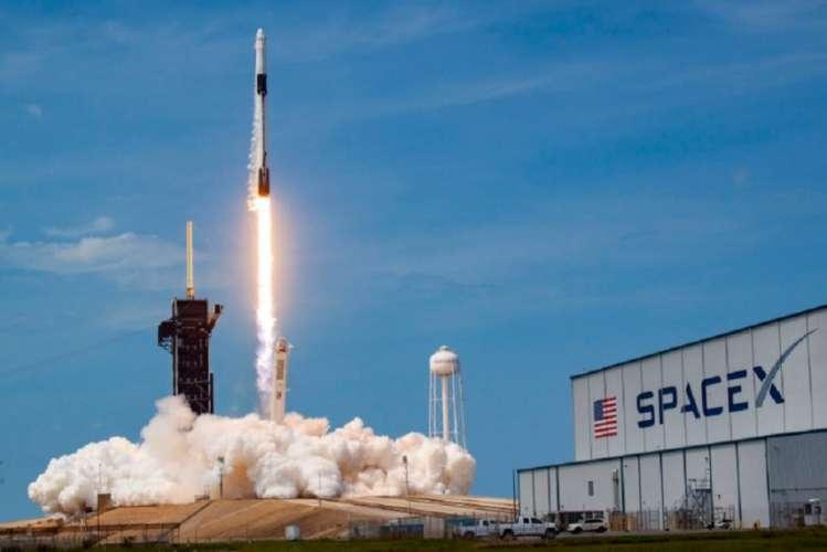 NASA ने प्राइवेट अंतरिक्षयान से किया ऐतिहासिक मानव मिशन लांच
