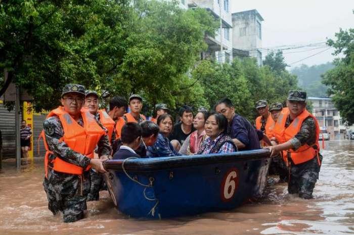 कोरोना के बाद चीन में बाढ़ का कहर, मुश्किल दौर में लोग