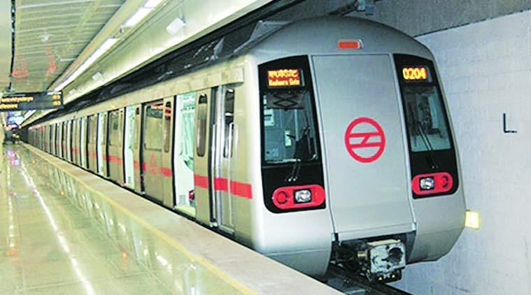delhi metro 7592 कल से मेट्रो-बसों की सभी सीटों पर कर सकेंगे सफर, रहना होगा सतर्क