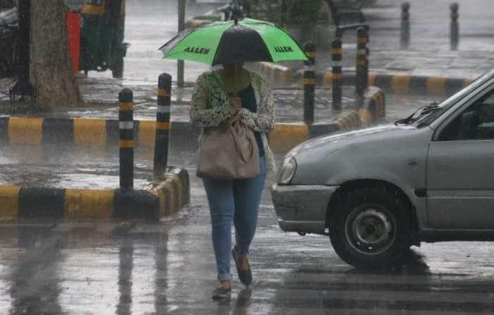 दिल्ली एनसीआर में बरसे बादल, आगे भी हो सकती है बारिश