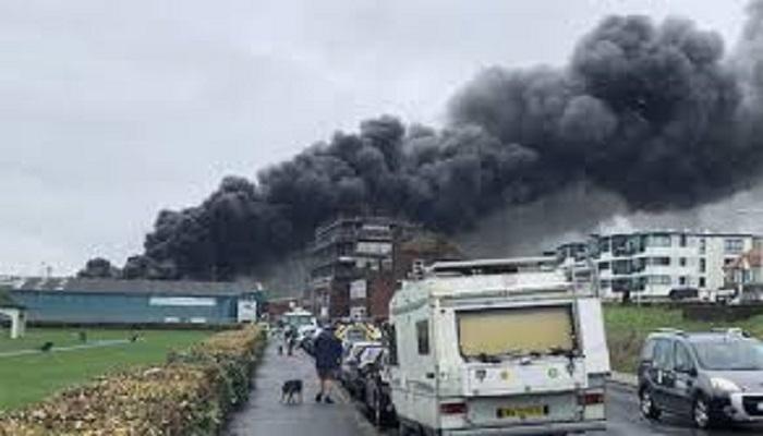 अमेरिका में लगी भीषण आग, तबाही की तस्वीरें सोशल मीडिया पर वायरल..