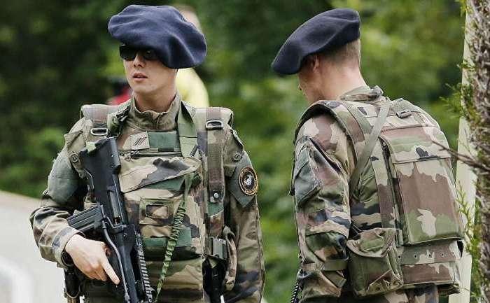 फ्रांसीसी सेना अधिकारी पर सुरक्षा उल्लंघन के आरोप लगाए