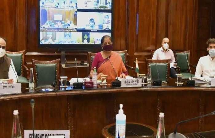 दोपहिया वाहनों पर टैक्स कटौती की टाइमलाइन तय नहीं: वित्त मंत्री