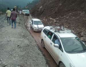 highway reopen closed जम्मू कश्मीर में बाढ़ में फंसे 20 लोगों को बचाया.....