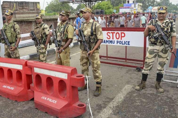 जम्मू कश्मीर में केंद्र के आदेशों की उड़ाई जा रही धज्जियां