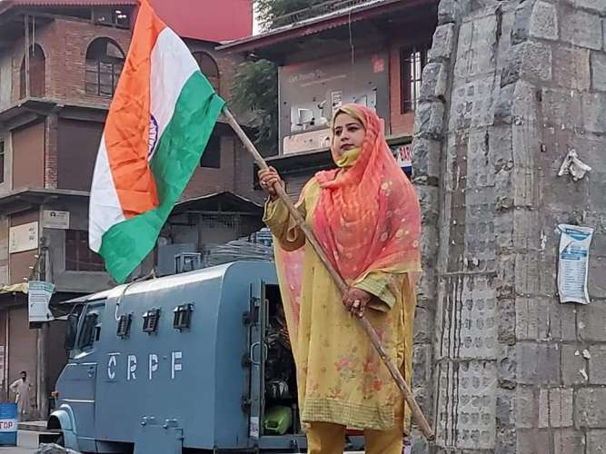 kupwara 5 aug1 अयोध्या में श्री राम का झंडा ,कश्मीर लाल चौक पर तिरंगा