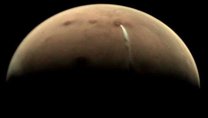 mangal new 1 मंगल ग्रह पर दिखा एक अजीब रहस्यमय बादल, वैज्ञानिक हुए हैरान..