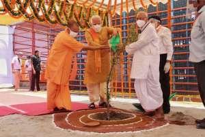 modi new 2 रामलला के सामने साष्टांग दंडवत हुए पीएम मोदी, देखें खास तस्वीरें..
