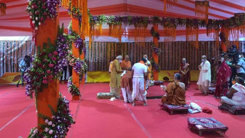 pujan अयोध्या: भूमि पूजा हुई संपन्न, पीएम मोदी ने रखी राम मंदिर की नींव..