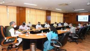 rawat 1 1 सीएम रावत ने में उरेडा द्वारा संचालित योजनाओं की समीक्षा की..