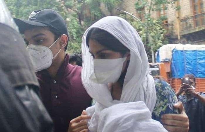 रिया को सता रहा मौत का डर, मुंबई पुलिस से मांगी सुरक्षा