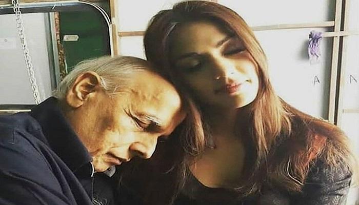 riya 2 सीबीआई जांच से पहले रिया और महेश भट्ट के रिश्ते को बयां करती चैट हुई वायरल, जानिए कैसे थे रिश्ते..