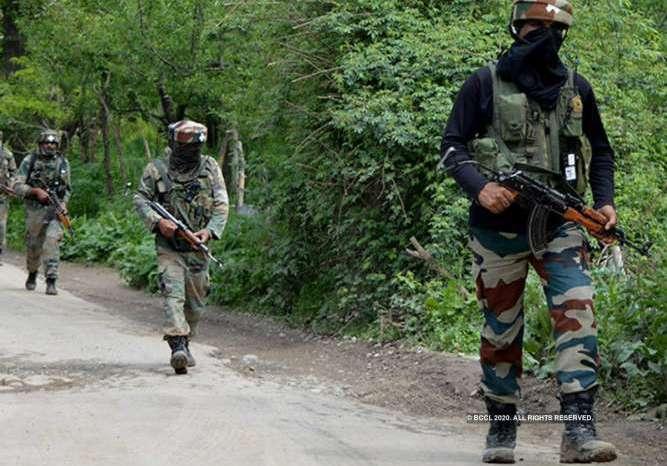 सुरक्षाबलों ने 3 आतंकवादियों को किया ढेर, एक जवान शहीद