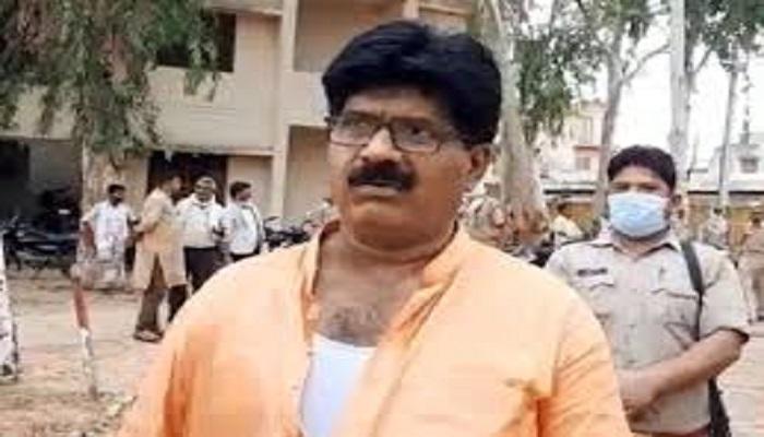 vidhyak 1 योगी राज में बीजेपी विधायक की पुलिस द्वारा पिटाई से मचा बवाल..