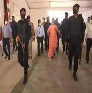 yogi 4 ब्राह्मण सियासत पर योगी के बयान से विरोधियों में मची खलबली..