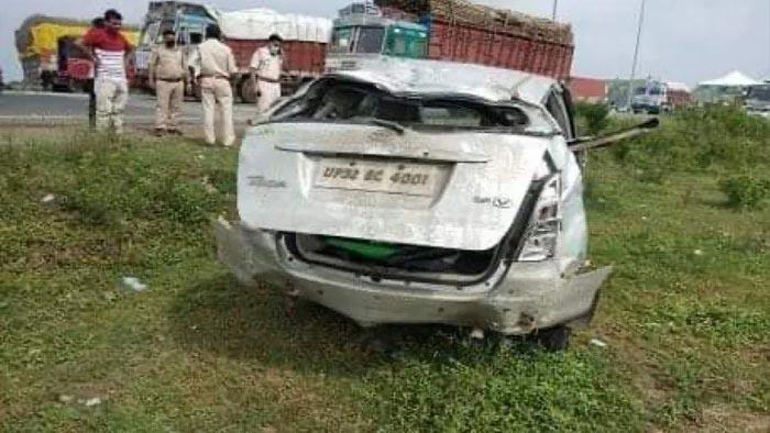 UP Police की गाड़ी पलटी, आरोपी की मौके पर मौत