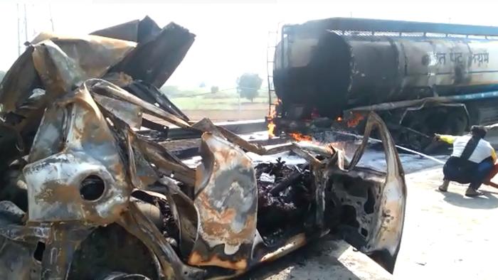 Eastern Peripheral Expressway पर हादसा, कार में दो जिंदा जले