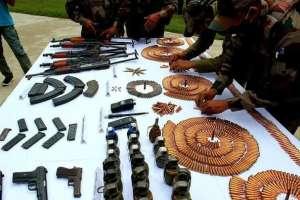 arms recovered baramulla एलओसी पर आतंकियों के हथियार बरामद, दो संदिग्ध दबोचे