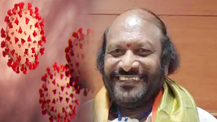कोरोनावायरस ने पूरी दुनिया में कोरोनावायरस ने सबको अलग-अलग तरीके से परेशान किया है इसी बीच एक बड़ी अपडेट यह आ रही है भारतीय जनता पार्टी के राज्यसभा सांसद और कर्नाटक के नेता अशोक गास्ती (Ashok Gasti) का बेंगलुरु में निधन हो गया। कोरोनावायरस ने इस तरह से एक और बेशकीमती जिंदगी हमसे छीन ली। भाजपा सांसद अशोक गस्ती की कोरोना वायरस रिपोर्ट पॉजिटिव आने के बाद उनके 2 सितंबर को अस्पताल में भर्ती कराया गया था।