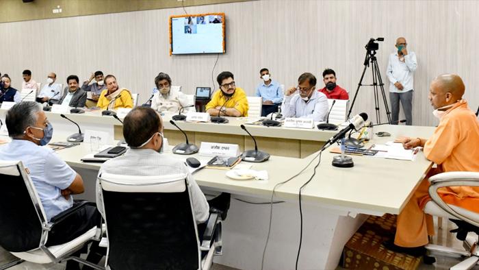 film city noeda Film City Noida पर सीएम योगी दिखें कांफिडेंट, फिल्मी कलाकारों संग की बैठक
