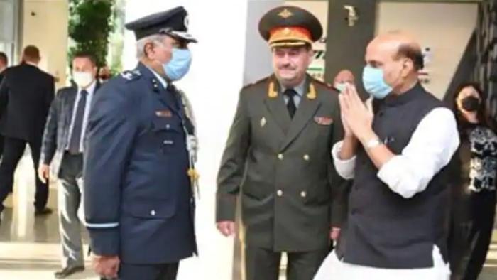 rajnath singh masco मास्को पहुंचे राजनाथ, अधिकारियों से हाथ नहीं मिलाया जानें वजह