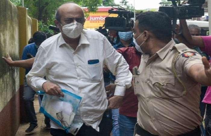 """बेटे की गिरफ्तारी पर रिया चक्रवर्ती के पिता ने कहा, """"देश को बधाई"""""""
