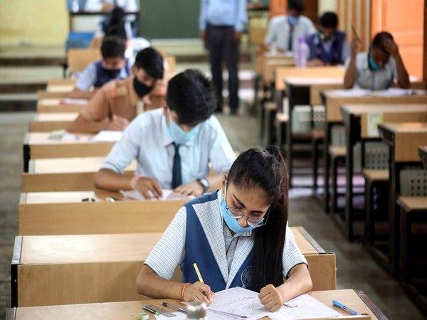 9वीं से 12वीं तक के छात्रों के लिए स्कूल खोलने की दी अनुमति