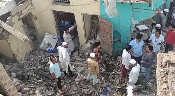 सिलेंडर के विस्फोट से उड़ी मकान की छत, परिवार में छाया मातम