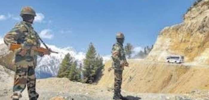 तनावपूर्ण स्थिति के बीच एलएसी से एक चीनी सैनिक गिरफ्तार, पूछताछ कर वापस भेजा चीन