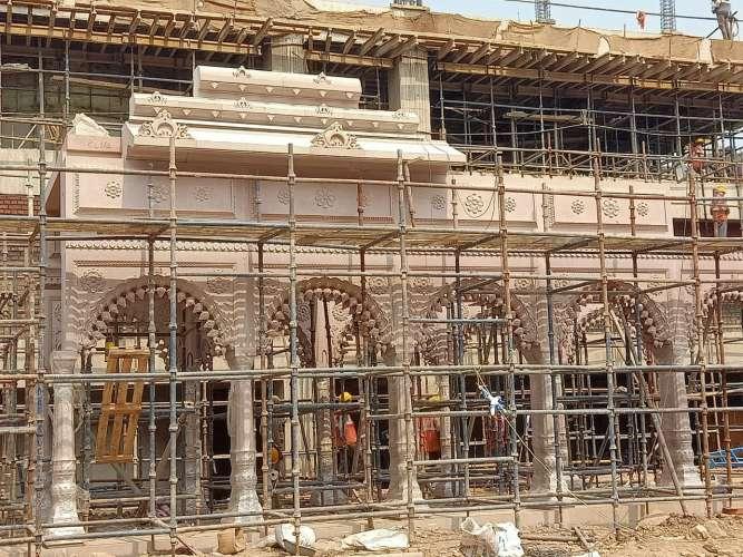 61f63366 0ee2 49c8 83ab 7543f5bf6840 हिंदुओ की आस्था का प्रतीक काशी विश्वनाथ मंदिर का निर्माण कार्य शुरू, जल्द होगा पूरा