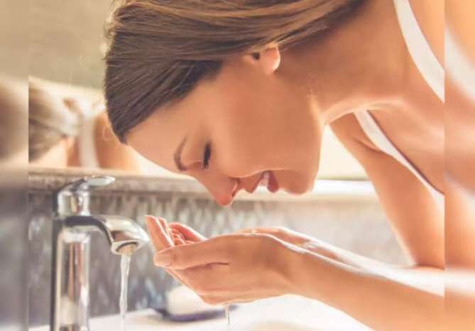 Face Wash Benefits : चेहरे को बार बार वॉश करने के 'ये' 5 बड़े फायदे