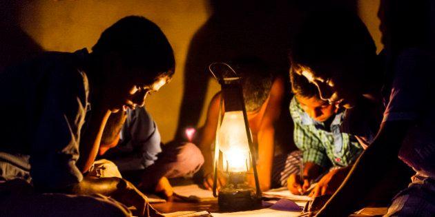 बिजली कर्मचारियों की हड़ताल जारी, कई शहरों में रात भर रही बिजली गुल