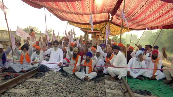 किसान बिल के खिलाफ पंजाब में किसानों का विरोध प्रदर्शन जारी, कल राहुल गांधी भी होंगे शामिल