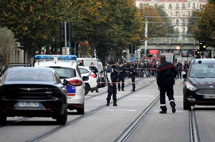 'अल्लाहु अकबर' के नारे के साथ हुए दो हमलों ने फ्रांस को हिलाया