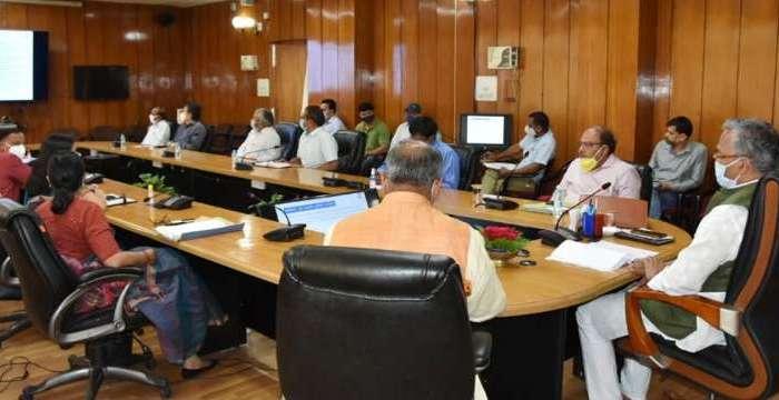 सीएम त्रिवेंद्र सिंह रावत ने अधिकारियों दिए कोविड-19 की रोकथाम के लिए जनजागरूकता अभियान चलाने के आदेश