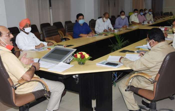 कृषि मंत्री सुबोध उनियाल ने की कार्यों/योजनाओं की समीक्षा