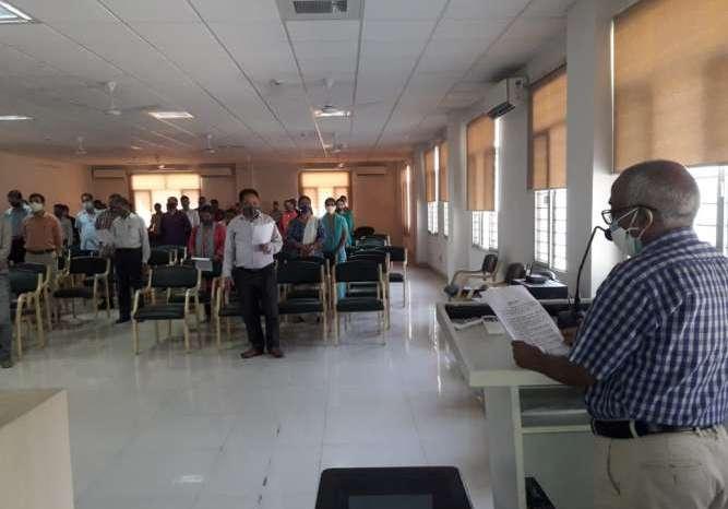 अपर निदेशक डाॅ. अनिल चंदोला ने अधिकारियों व कर्मचारियों को कोविड-19 से बचाव की शपथ दिलाई